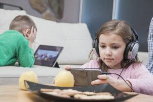 kids using technologies